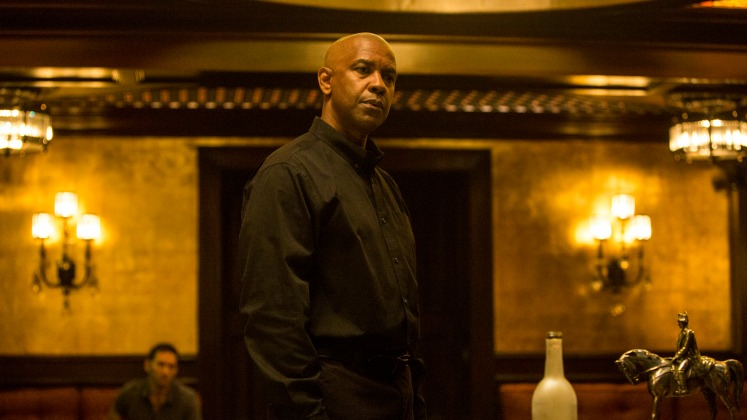 McCall (DENZEL WASHINGTON) talks to Slavi in Columbia Pictures' THE EQUALIZER.