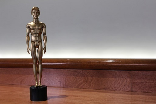 oscars_statue_ken_doll_shoestring-thumb-inside